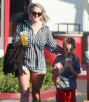 Jamie Lynn Spears carried a bohemian brown tasseled bag to shop at Target.
