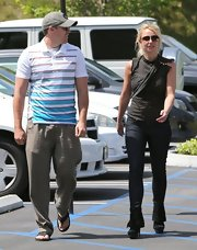 Britney rocked a pair of skinny jeans while out with her beau.