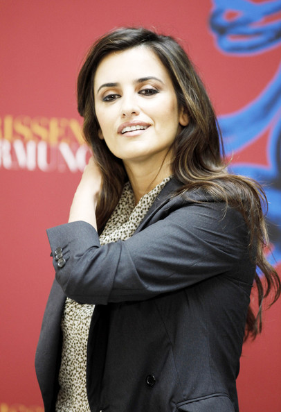 More Pics of Penelope Cruz Long Side Part (1 of 6) - Penelope Cruz Lookbook - StyleBistro