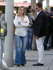 Brooke Mueller brought the '60s to live in a peasant top and faded flare jeans.