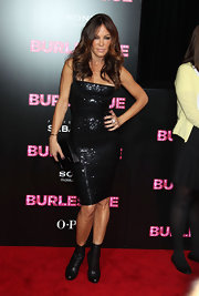 Robin is all business at the 'Burlesque' premiere in this dazzling black sequined mini dress.