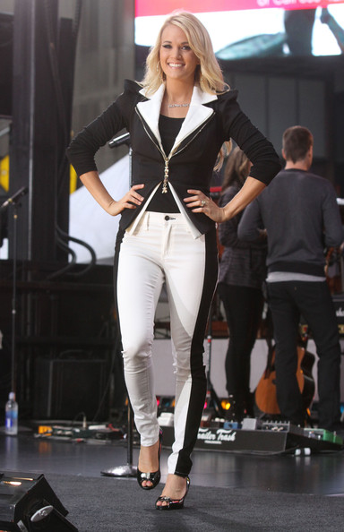 More Pics of Carrie Underwood Layered Cut (1 of 21) - Carrie Underwood Lookbook - StyleBistro
