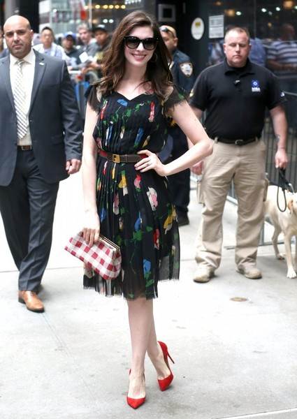 Anne Hathaway capped off her ensemble with a gingham-print clutch by Mansur Gavriel.