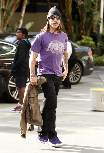 Anthony showed his LA support with a vintage Laker's tee and matching leather kicks.