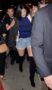 For a bit of warmth, Kylie Jenner slung a black denim jacket over her shoulder.