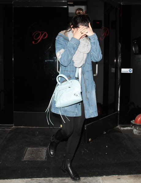 More Pics of Kylie Jenner Cross Body Tote (1 of 4) - Tote Bags Lookbook - StyleBistro