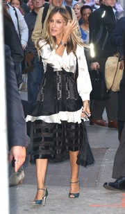 Sarah Jessica Parker made an appearance on 'Good Morning America' wearing a loose black-and-white satin ruffle blouse.