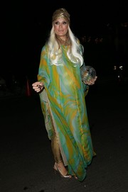Molly Sims was a gorgeous fortuneteller in a colorful kaftan during Kate Hudson's Halloween party.
