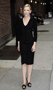 Cate played is sexy but classy with a long-sleeve LBD that featured hidden designs on the bust.