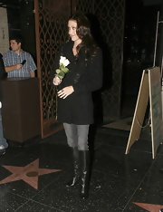 Shannon Elizabeth dined in black leather boots. The knee high boots are lined with adorable buttons.