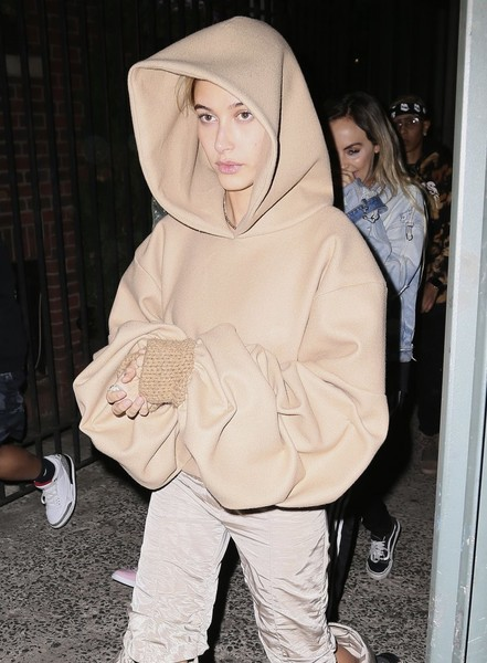 More Pics of Hailey Baldwin Hoodie (1 of 7) - Hailey Baldwin Lookbook - StyleBistro