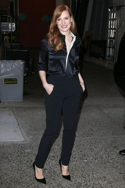 Jessica Chastain paired her blouse with high-waisted black pants.