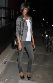 Sessilee stopped  traffic in a super skinny pair of gray jeans and a sky high pair of black platform pumps.