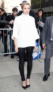 Elizabeth Olsen's black leather skinnies and white turtleneck, both by The Row, were a flawless pairing.