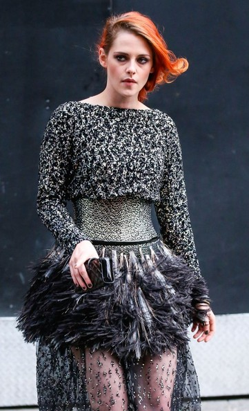 Kristen Stewart headed to the 2014 Met Gala carrying a quilted black clutch.
