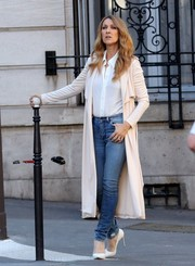 For her footwear, Celine Dion donned a pair of white pumps.