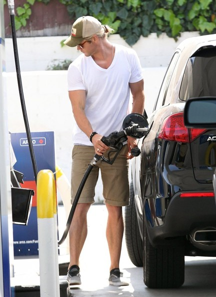 More Pics of Chris Hemsworth V-Neck Tee (1 of 27) - Tops Lookbook - StyleBistro
