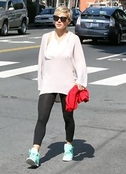 Elsa Pataky chose a pair of black leggings for her casual look while out with her family.