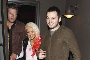 Christina Aguilera Blake Shelton Christina Aguilera Enjoys A Night Out With Matthew & Blake