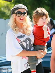 Christina Aguilera may keep it casual in a T-shirt and leggings while out with the fam, but she still brings the glam in these faceted 'Amazing' shades.