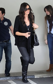 Courtney Robertson accessorized her look with black flat leather boots.