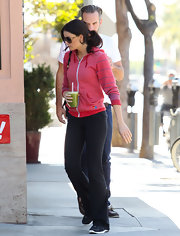 Courtney Robertson kept things simple for the gym in black flared yoga pants and matching sneakers.