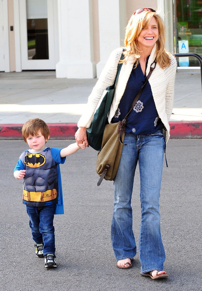 Courtney was spotted sporting cool flared jeans paired with flats and a cream cardigan as she took her son out for frozen yogurt in LA.