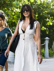 Daisy Lowe geared up for a day at the beach with a pair of oversized sunglasses.