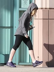 Dakota Fanning attended a dance class in a pair of purple Nike sneakers.