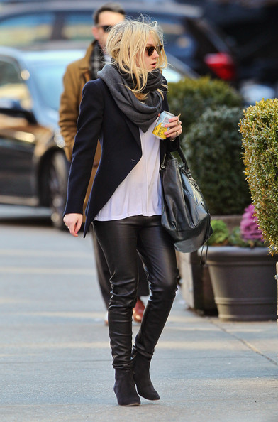 More Pics of Dakota Fanning Wool Scarf (1 of 6) - Wool Scarf Lookbook - StyleBistro