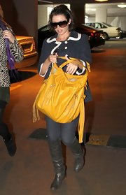 Danni Minogue made her way to a Day Spa in Melbourne where she toted a yellow shoulder bag.