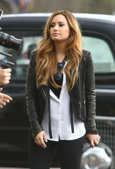 More Pics of Demi Lovato Long Wavy Cut (5 of 21) - Demi Lovato Lookbook - StyleBistro