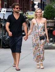 Diane Kruger teamed her cute dress with a studded black shoulder bag by Chanel.