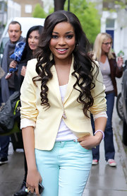 Dionne Bromfield strolled around London in a stylish pale yellow blazer.