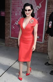 Dita von Teese complemented her fitted pencil dress with crimson satin pumps.