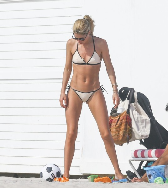 Doutzen Kroes paraded her seriously toned abs in a white string bikini with black trim while enjoying a day at the beach.