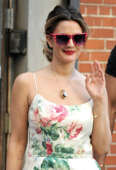 More Pics of Drew Barrymore Neon Sunglasses (1 of 13) - Drew Barrymore Lookbook - StyleBistro