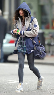 Eliza Doolittle matched her sporty college vibe with a blue messenger bag.