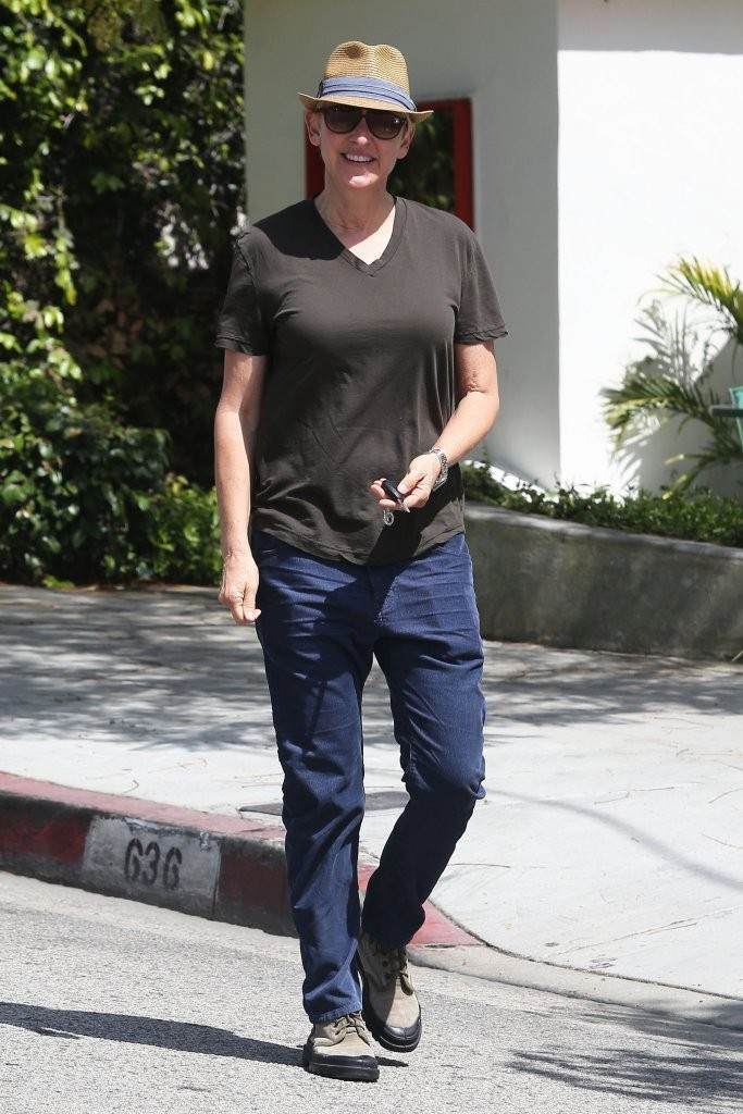Ellen Degeneres Sported A Pair Of Clic Skinny Jeans While On Walk In Beverly Hills