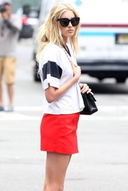 Elsa Hosk accessorized with a pair of oversized cateye sunglasses for a day out in New York City.