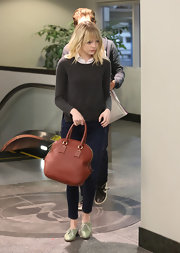 Emma looked classic and casual toting this oversized bowler along to dinner.
