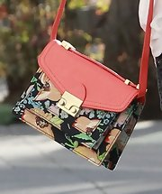 Emma Roberts' floral shoulder bag added a bright and cheerful dash of color to her casual look.