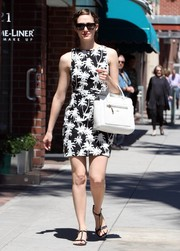 Emmy Rossum paired her dress with a white leather tote by Hogan.