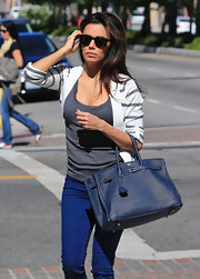 Eva's navy leather shopper was an elegant daytime choice.