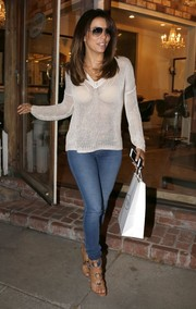 Eva Longoria looked street-chic in an open-weave V-neck sweater and skinny jeans while leaving the Ken Paves salon.