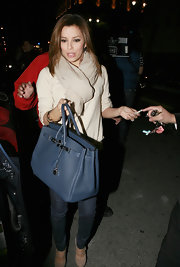 While having dinner at her L.A. restaurant, Eva toted around her large Hermes bag.  Just like her pal Victoria, Eva has quite the collection of Hermes bags.