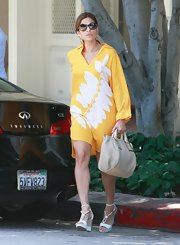 Eva Mendes kept her summery look sophisticated with a woven cream leather Ethel tote.