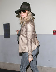 Fergie looked fit for fall in a banded olive green fedora.