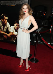 Amy Adams matched her ruby red lips to her satin platform pumps. The redhead was a knockout in a pale gray dress, which popped thanks to her crimson accessories.