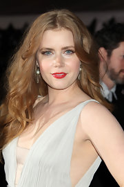 Actress Amy Adams arrived at 'The Fighter' premiere wearing a pair of  oxidized sterling silver pave diamond and Tahitian pearl earrings.